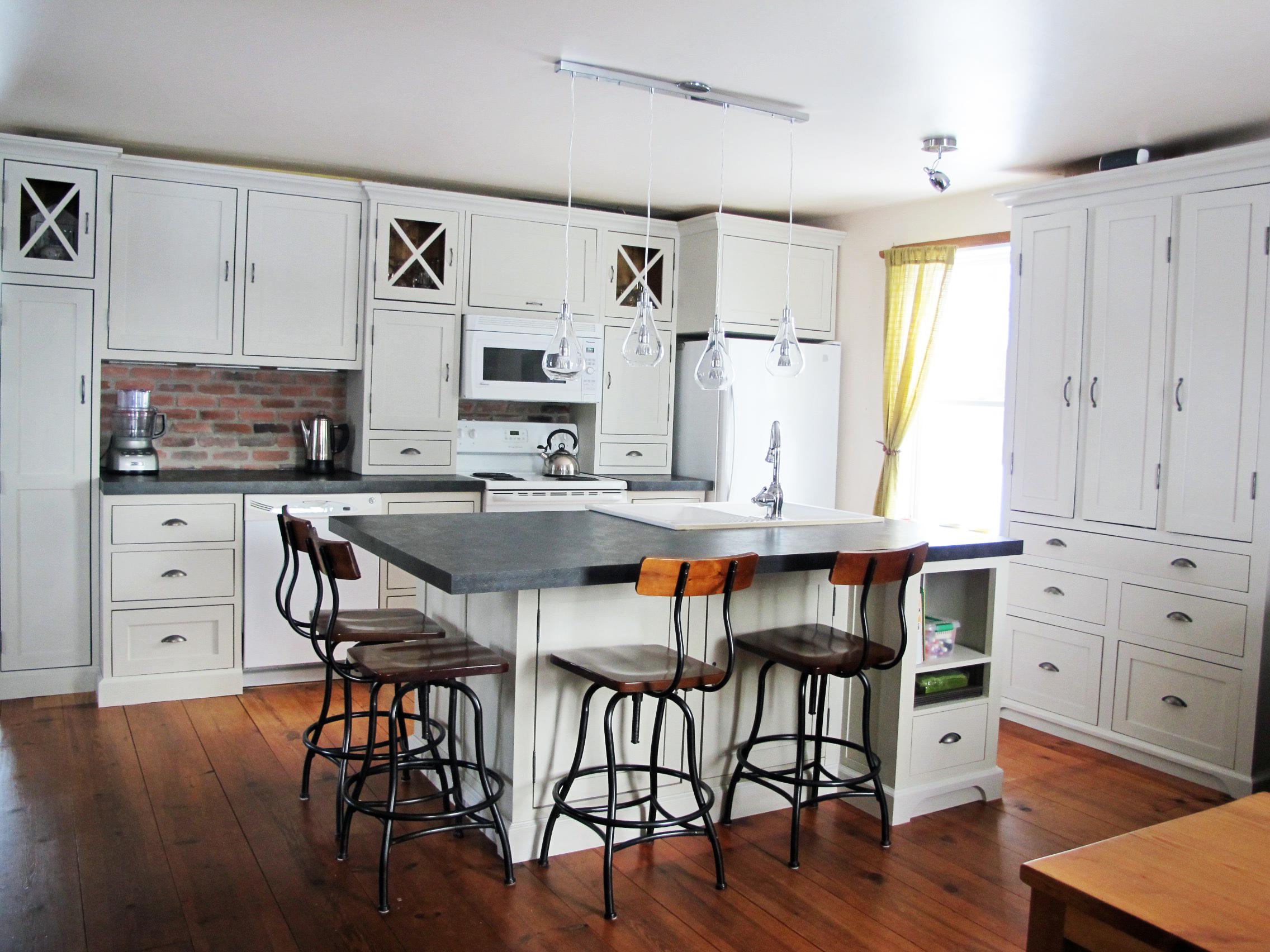 Restauration d 39 armoire de cuisine en bois la boite pin for Armoires de cuisine en bois